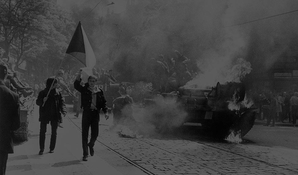 Informations møde med kampvogne i Prags gader